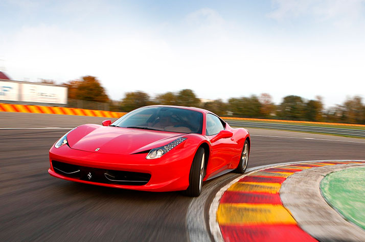 Kør Ferrari på bane