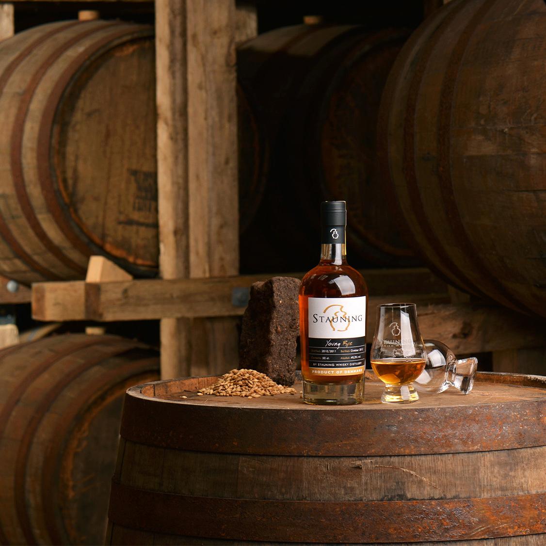 Fadsmagning på whiskylageret hos Stauning Whisky