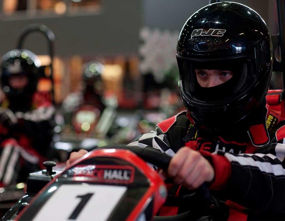 Kør gokart F1-style hos Racehall